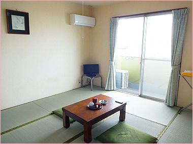 和室(5名宿泊できるお部屋もあります)